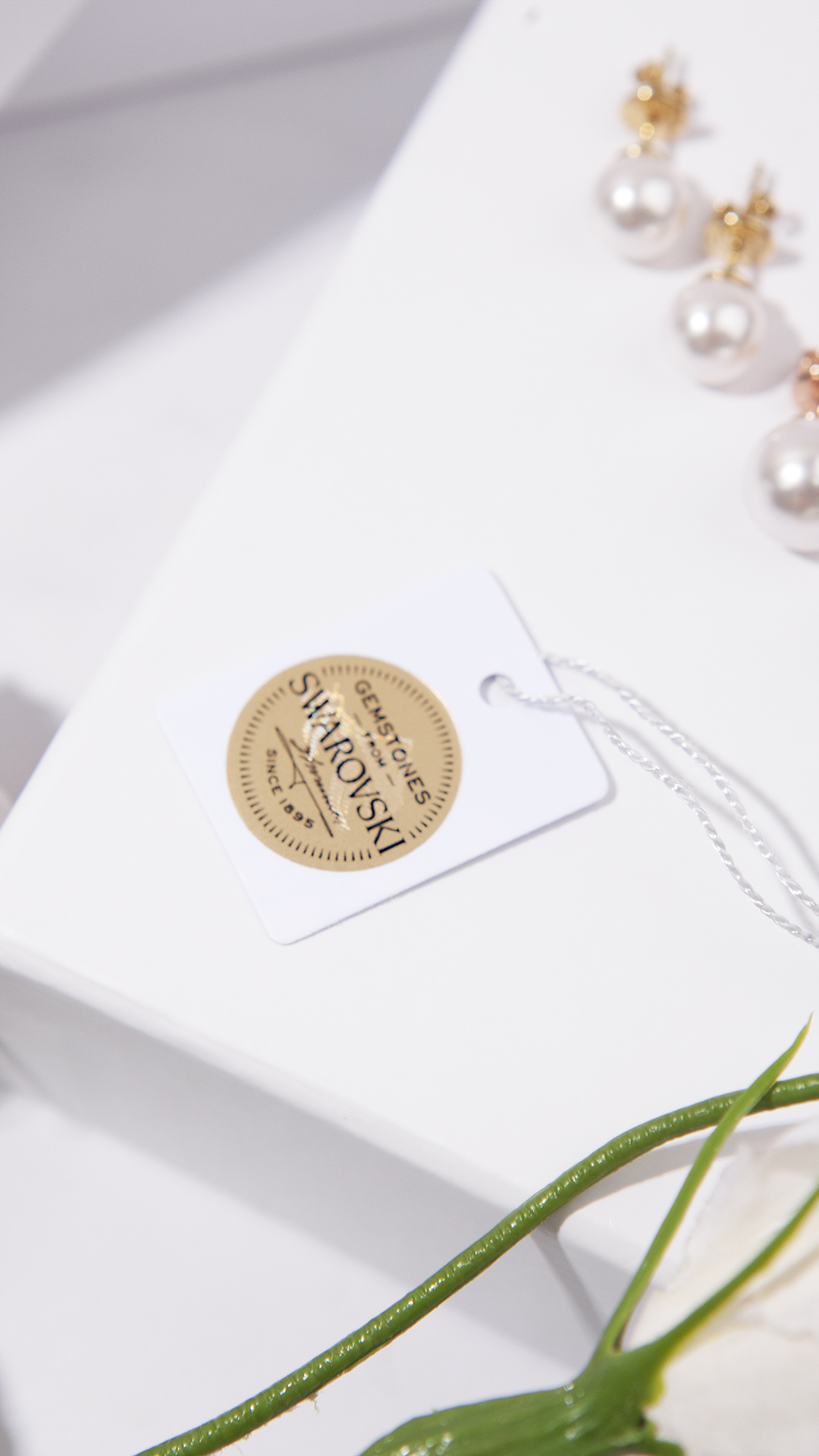 1ING[일링] 브랜드는 스와로브스키 공식 파트너사로 정품 인증 태그를 제공합니다.
