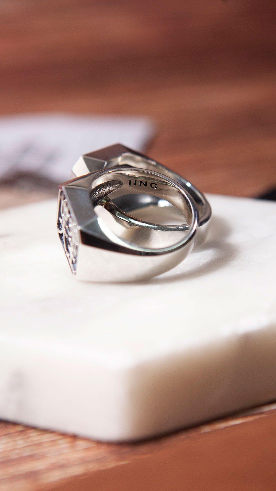 1ING[일링] 옥타곤 원링(각인) 은(Silver) 소재 컨셉 사진 2